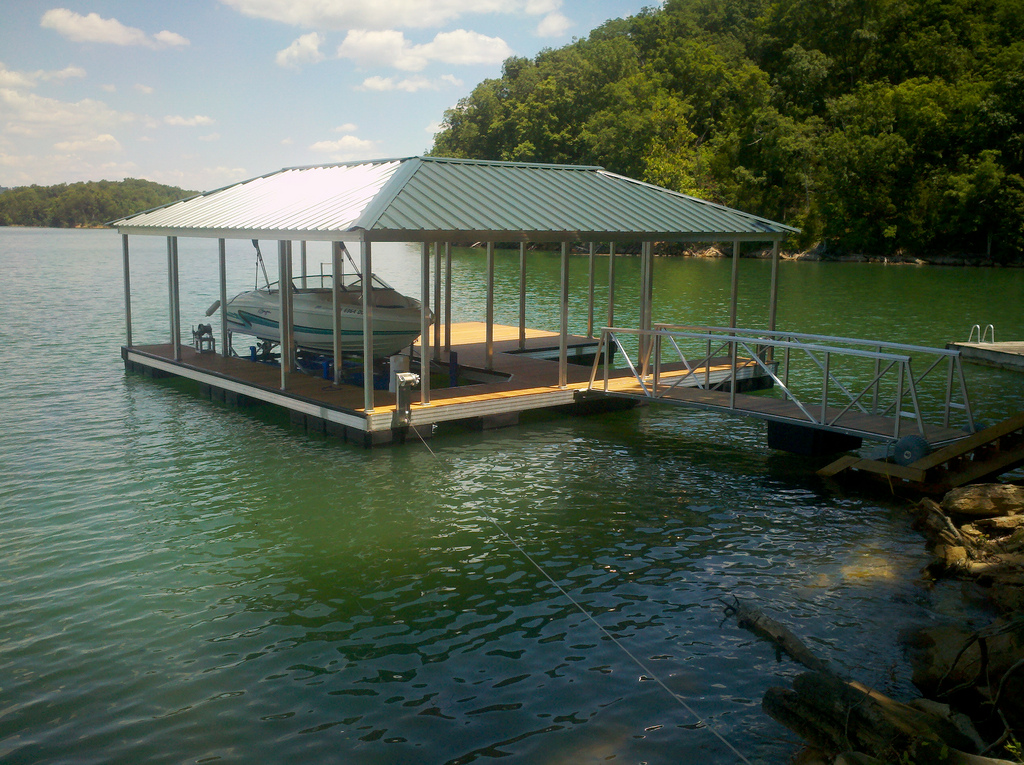 ways to light your boat dock aluminum docks wahoo docks. Black Bedroom Furniture Sets. Home Design Ideas